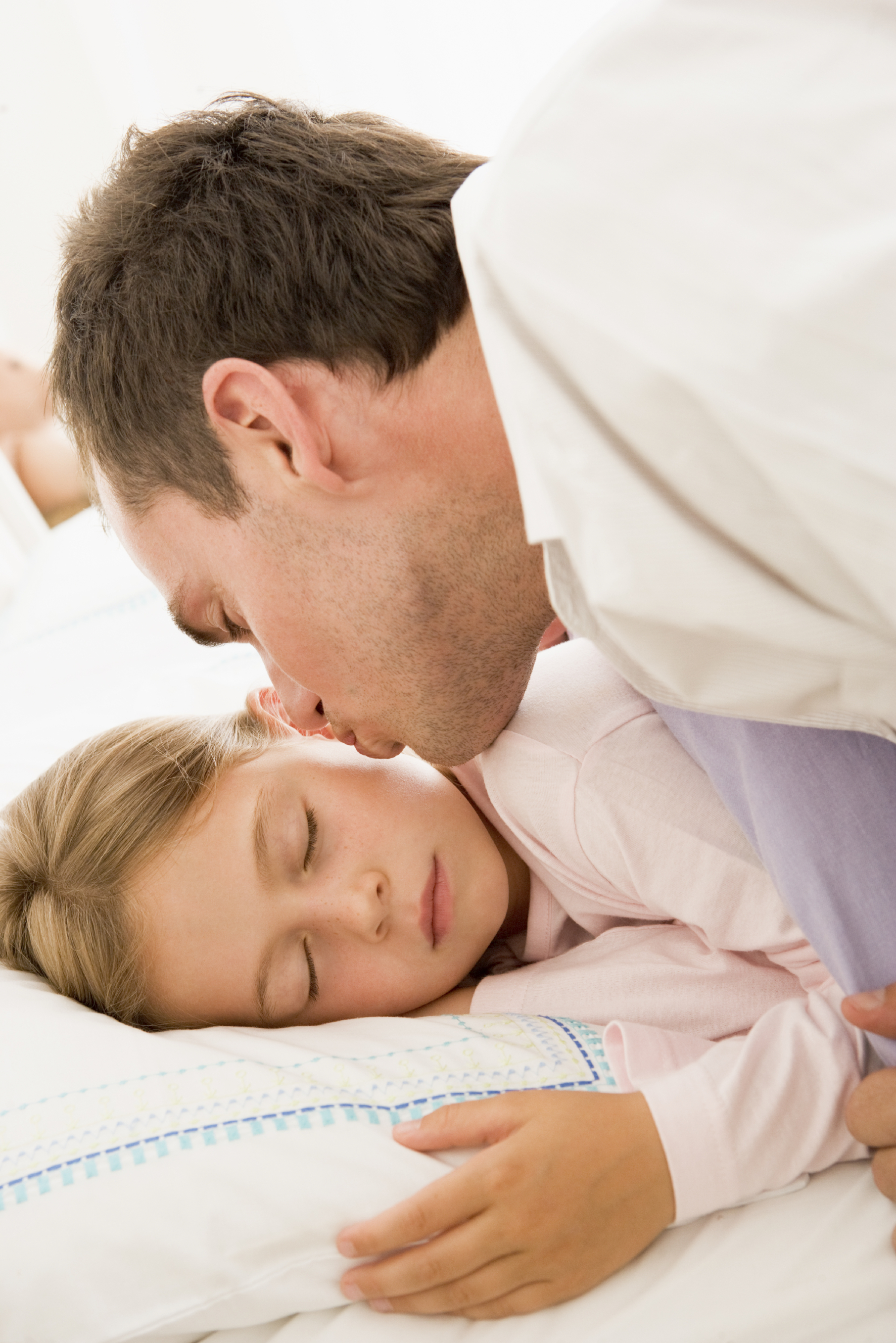 After parents divorce, regular overnight stays with dad are best for most young children